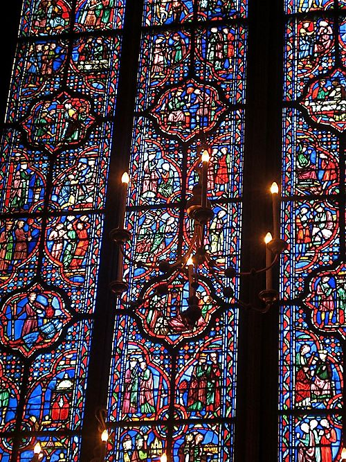 Big stained glass window inside Sainte Chapelle
