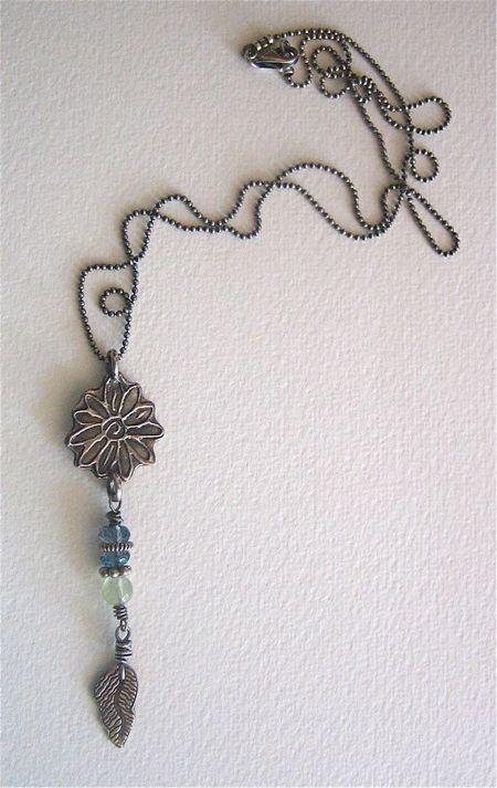 Daisycharmnecklace