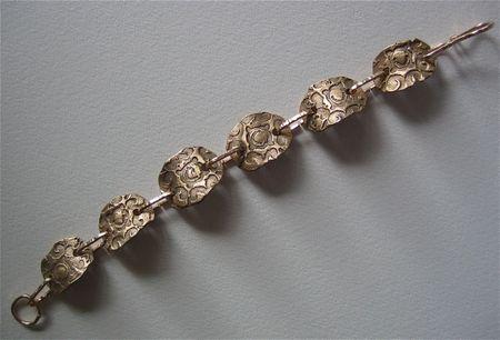 Finished bronzebracelet
