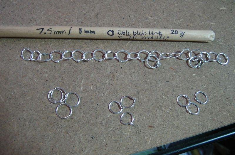 Cut links:chain:dowel