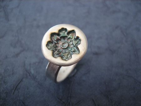 Flower seal ring