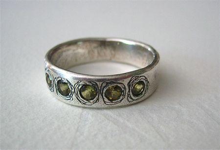 Peridot roses ring