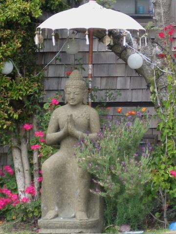 Buddhaunderumbrella