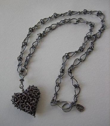 Resinheartfiligreenecklace