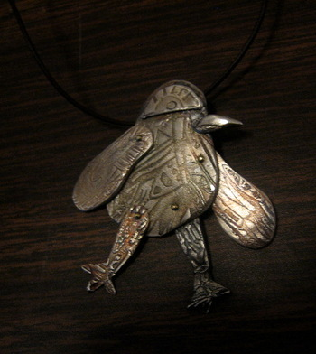 Bird_pendant_whose_2