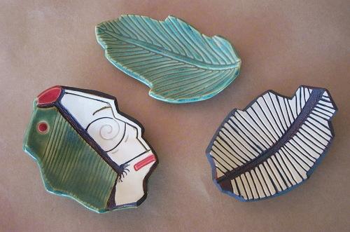 3 small leaf bowls